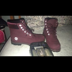 Burgundy with velvet Timberlands with cleaning kit